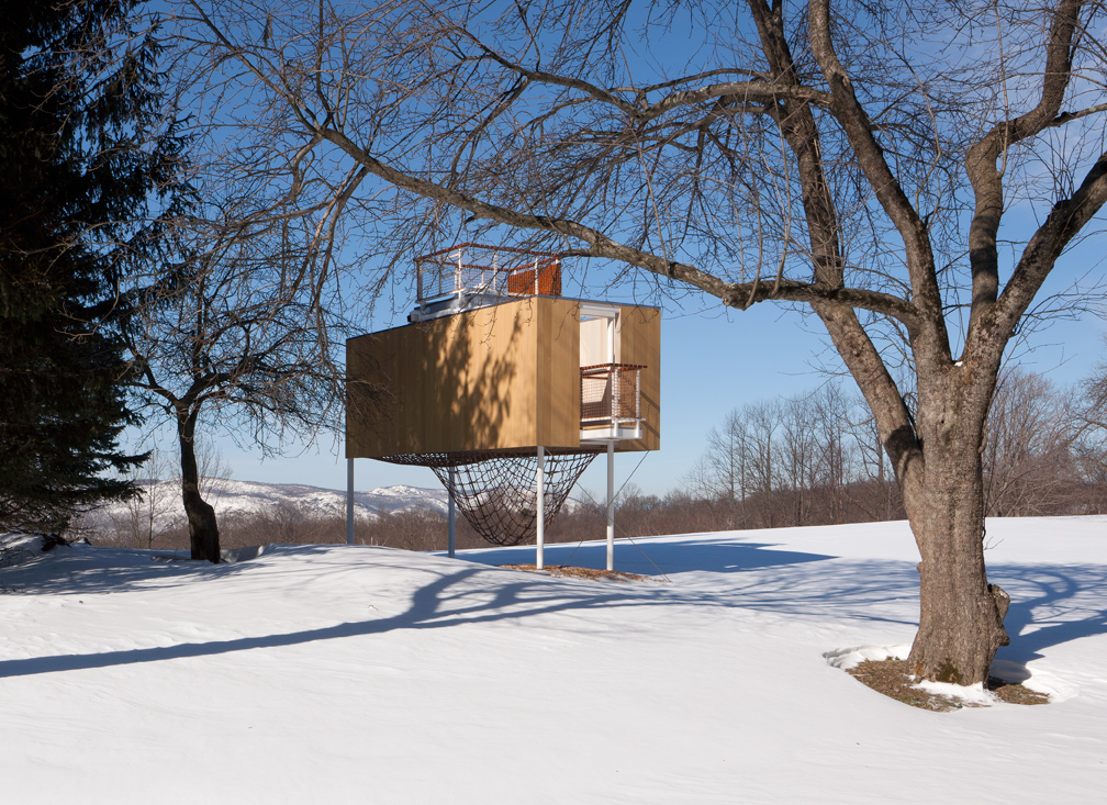Modern Treehouse Garrison, NY - Exterior Winter